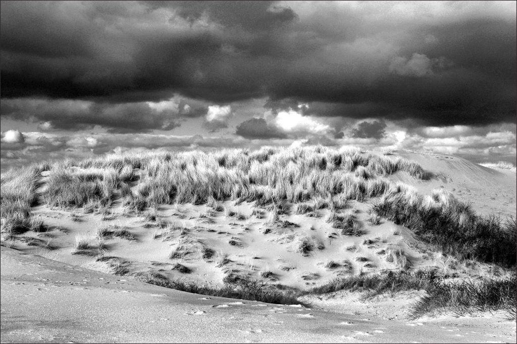 westenschouwen duinen in de wind en regen